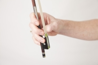 violin bow grip